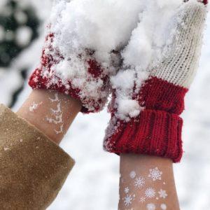 снежинки на руке