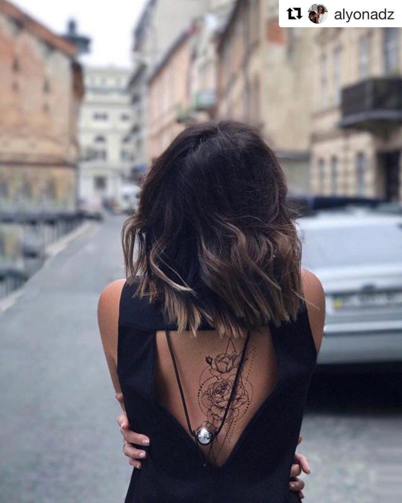 Роза в геометрии на спине