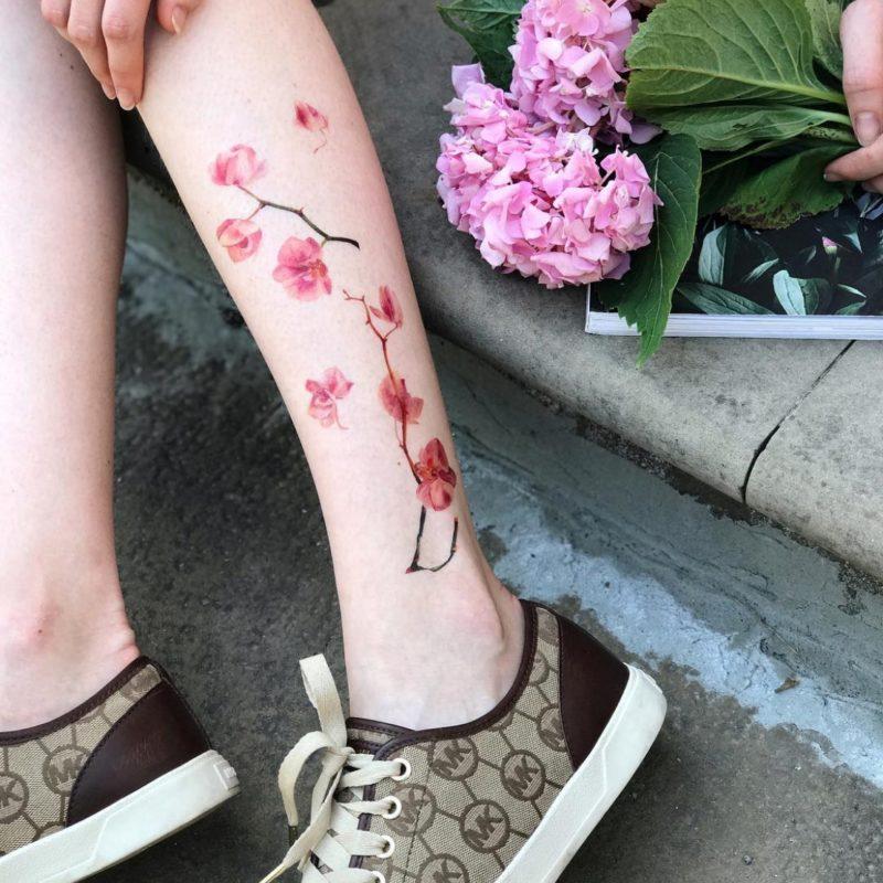Тату наклейка орхидея на ноге