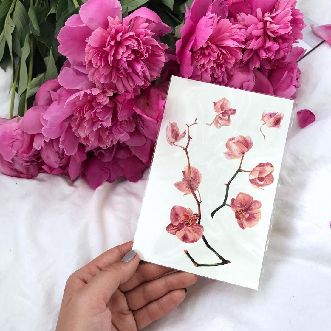 Тату наклейка орхидея в руке