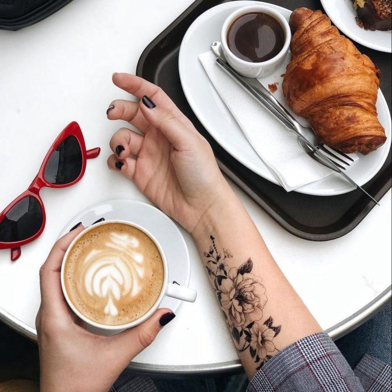 Временная тату графические цветы и кофе