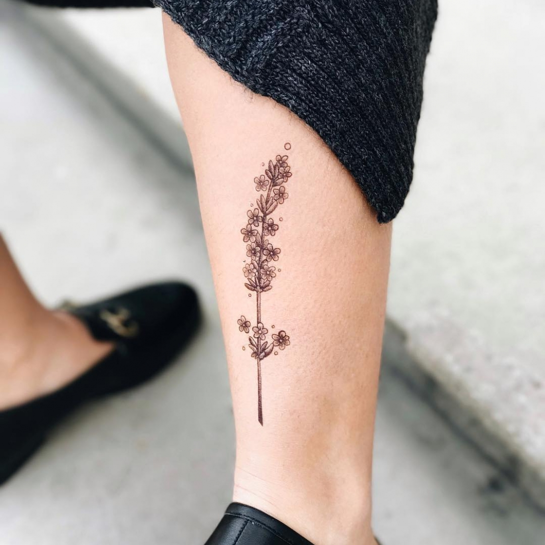 Тату наклейка набор растений на ноге
