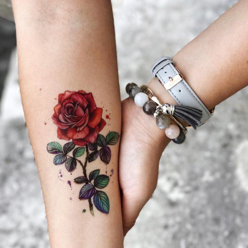 Временное тату роза на руке
