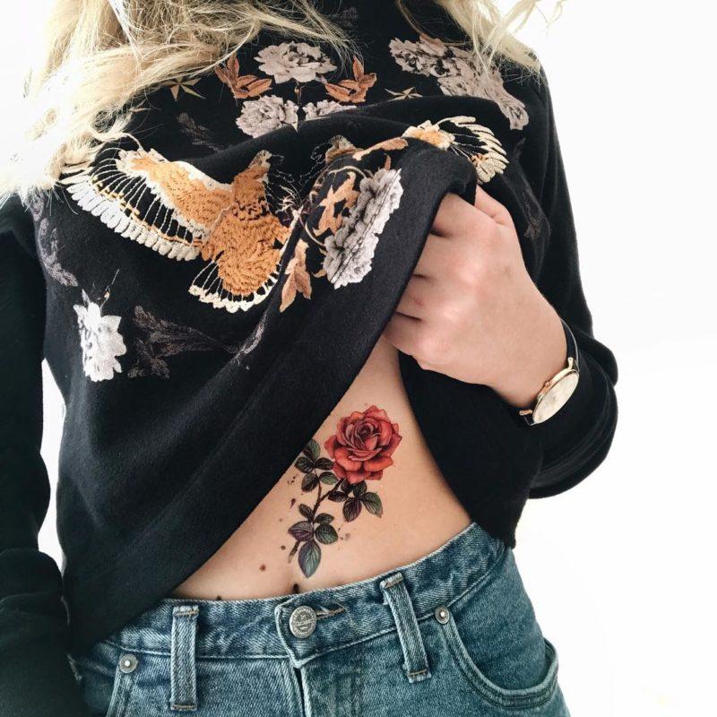 Временное тату роза на животе