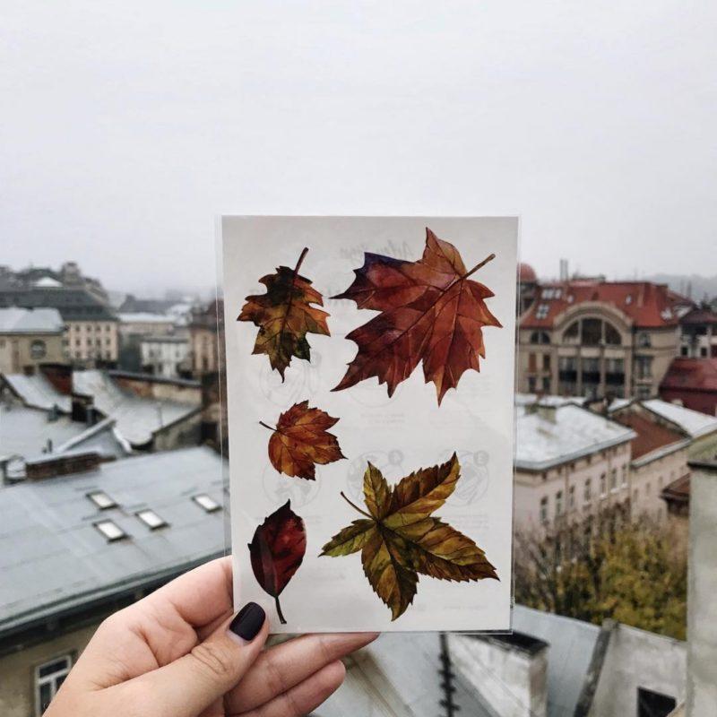 Переводная татуировка осенние листья в руке