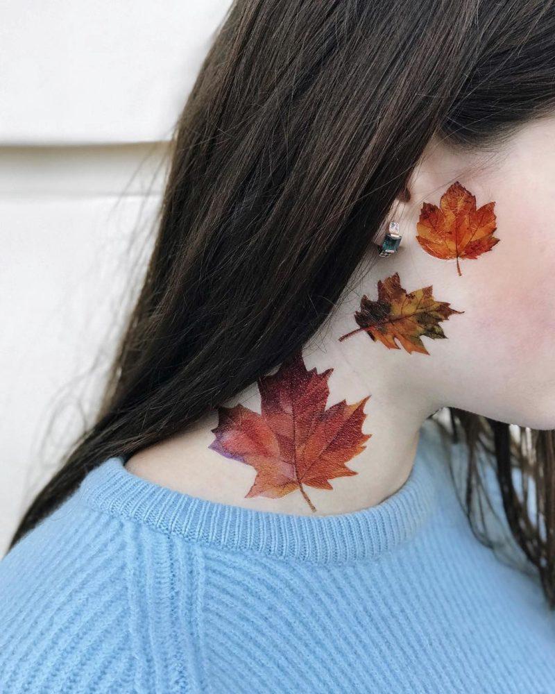 листья осени на шее