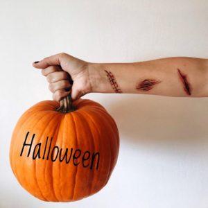 Переводные тату шрамы и порезы на руке
