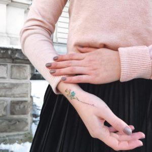 Moments: Расцвет на руке