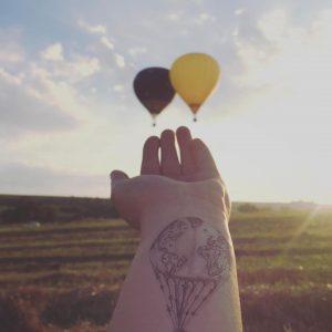 Временная тату воздушный шар на руке