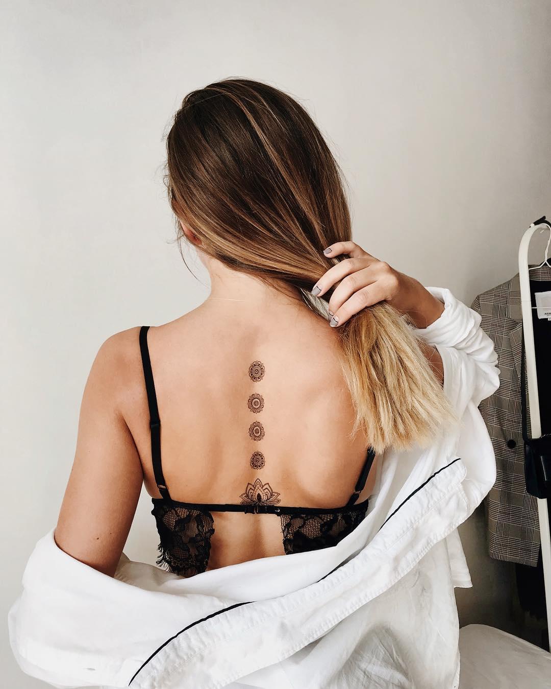 Временная татуировка Кувшинки и мандалы на спине
