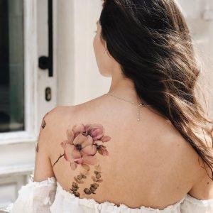 Временная тату нежные пионы на спине