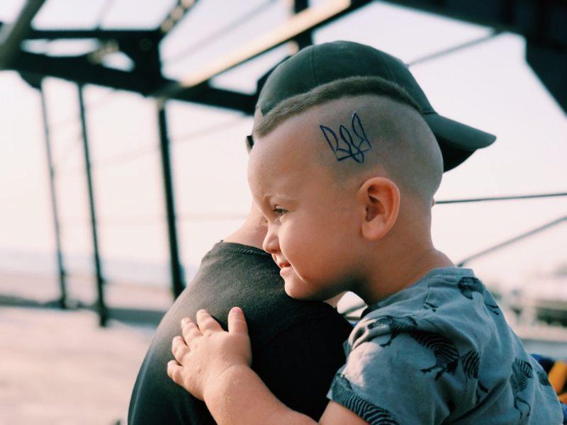 Временная тату тризубец на голове