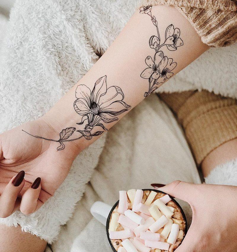 Временная тату Китайская роза на руке
