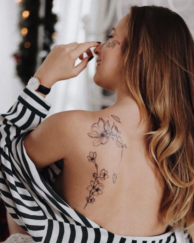 Временная тату китайская сакура на плече