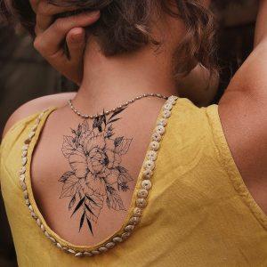 Временная тату королева цветов на спине