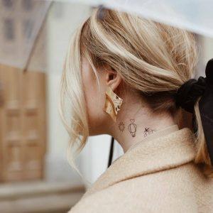 Временное тату на шее и за ухом