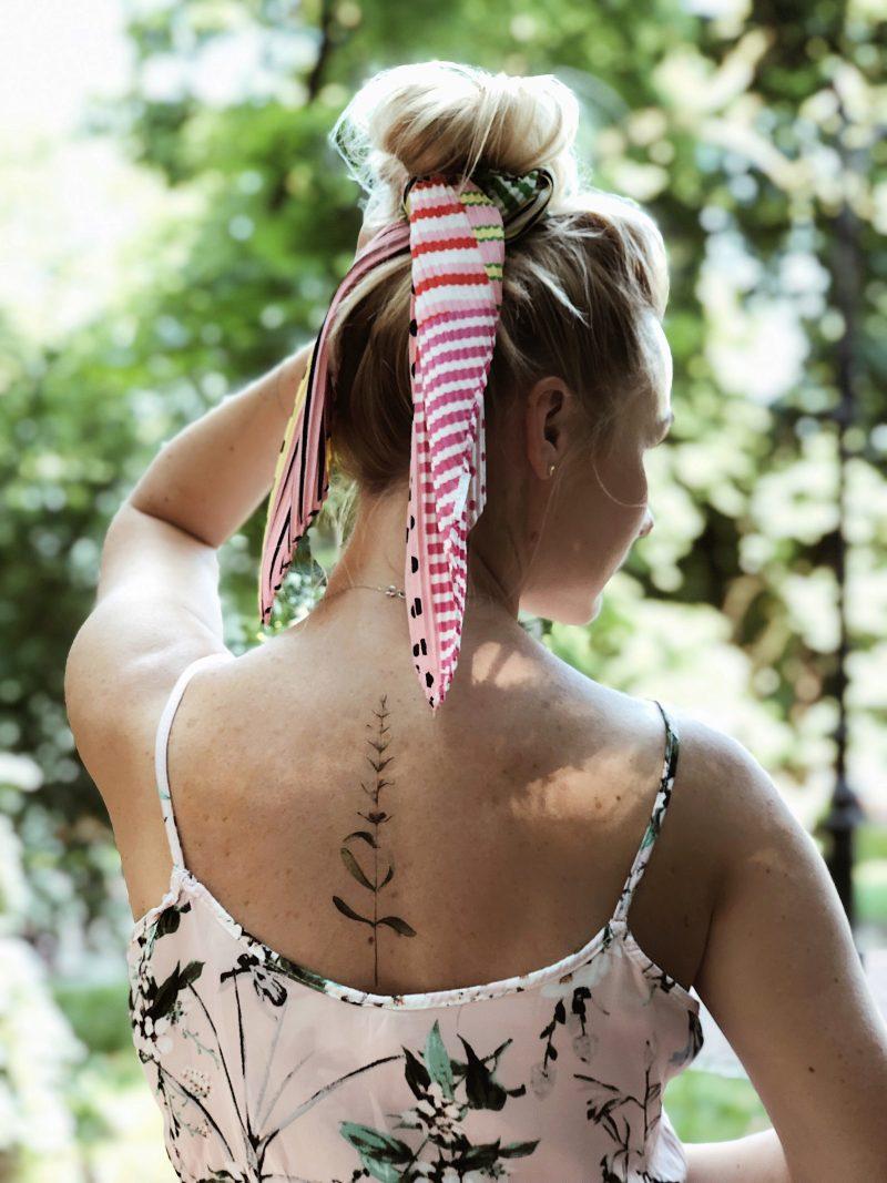 Временное тату стебель нежности на спине