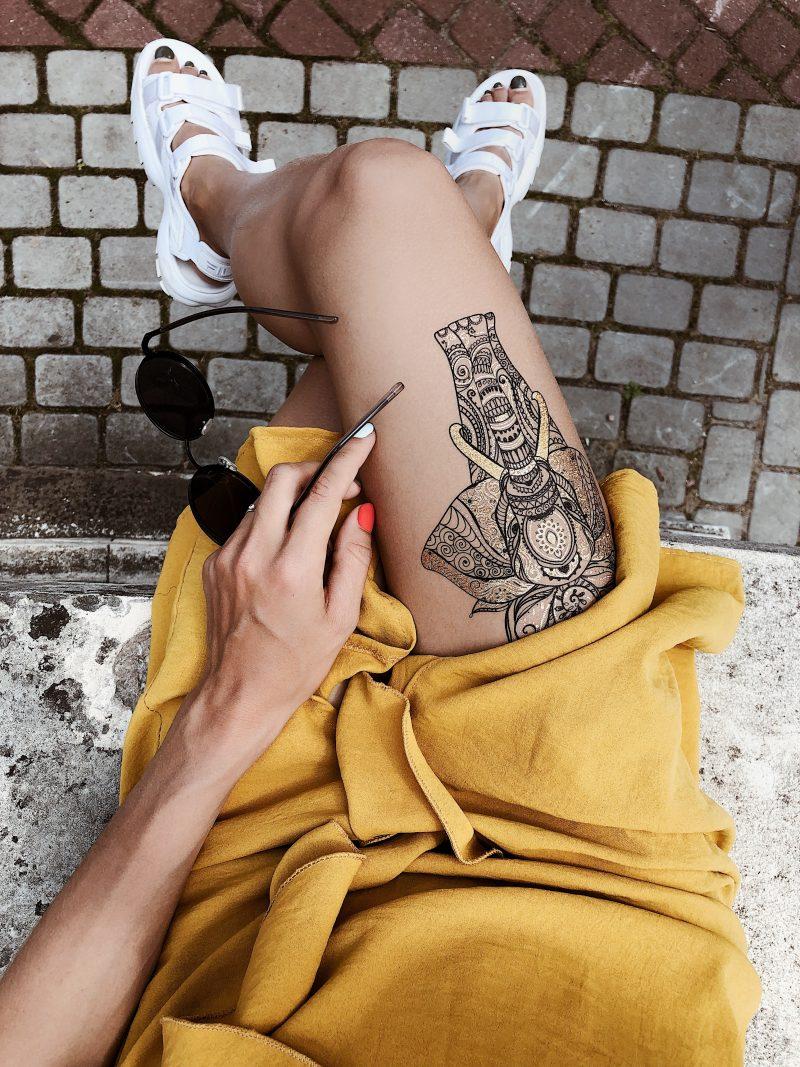 Временное тату слон и мандала на ноге